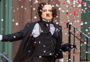 "One of Joe Carroll's followers disguises himself as Edgar Allan Poe in the ""The Poet's Fire"". CR: David Giesbrecth/FOX"
