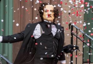 "One of Joe Carroll's followers disguises himself as Edgar Allan Poe in the ""The Poet's Fire"". CR: David Giesbrecth/FOX"