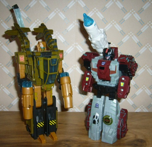 Autobot Sandstorm vs. Decepticon Soundwave